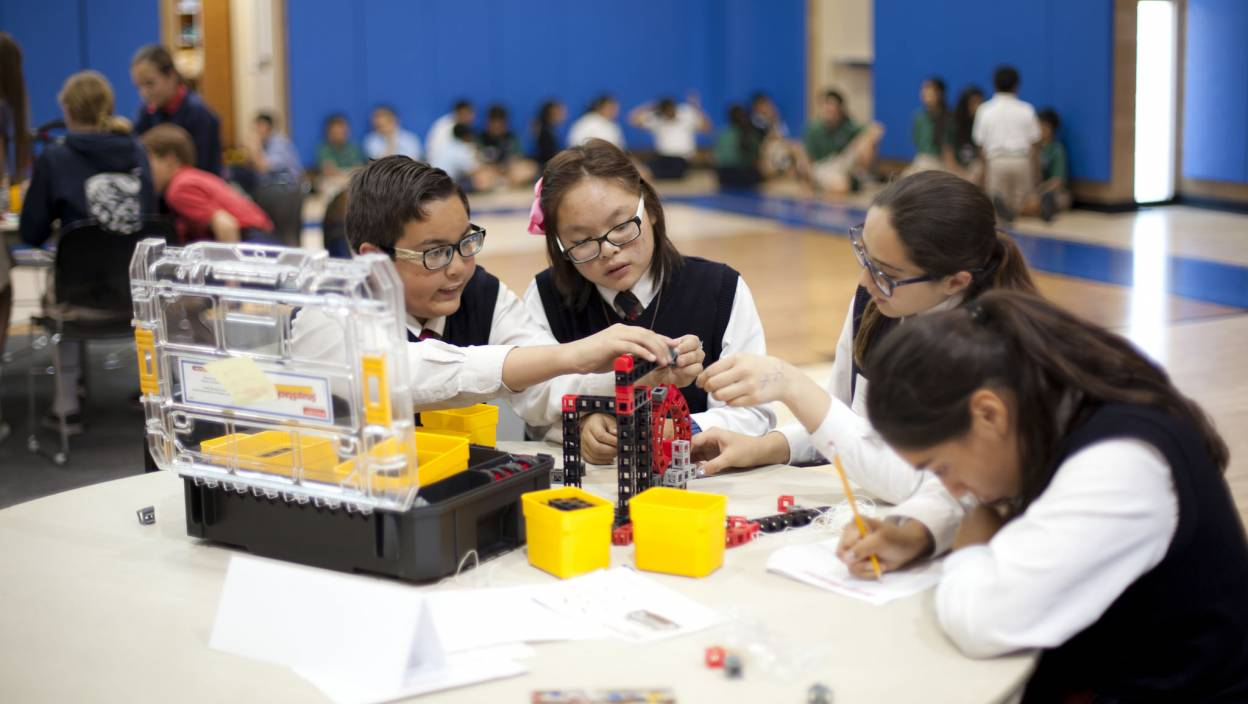 Image of ROK Reactor Challenge - Students working collaboratively